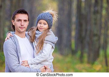 papa, peu, parc, automne, dehors, girl, adorable, heureux