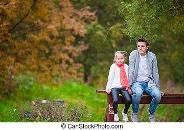 papa, peu, parc, automne, dehors, girl, heureux