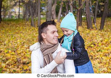 papa, peu, sien, ensoleillé, parc, jour, automne, amusement, girl, avoir, heureux