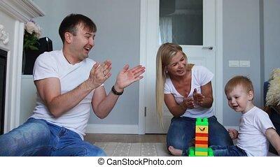 papa, peu, tâche, réjouir, reussite, fouetter, fils, lego., vague, leur, maman, mains, lui, applaudissement