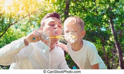papa, sien, famille, bulles, savon, père, fils, souffler, passe-temps, enfant, amusement, avoir