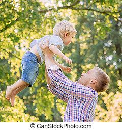 papa, sien, lancement, parc, jeune, fils, heureux