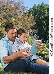 papa, tablette, parc, fils, pc, jouer