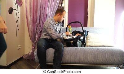 papa, voiture, jouer, siège bébé