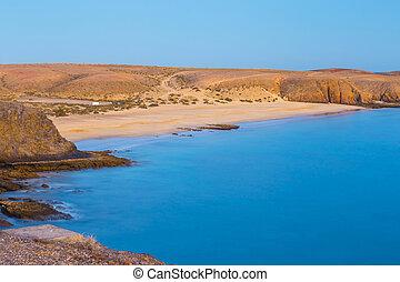 papagayo, praia, em, pôr do sol, lanzarote, ilha, espanha