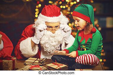 papai noel, e, um, duende, criança, em, um, natal, trabalhando, leitura, letras