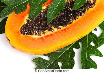 papaia, con, semi, e, foglia verde, isolato, su, uno, sfondo bianco