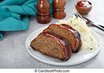 papas, pan carne, triturado