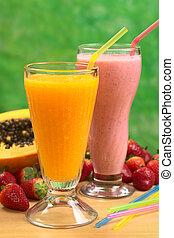 papaye, jus, et, milk-shake fraise, à, pailles, (selective,...