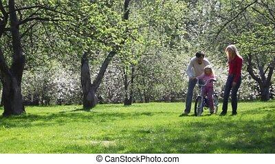 pape, et, maman, rouleau, girl, sur, vélo