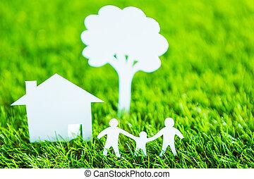 papel, corte, de, familia , con, casa, y, árbol, en, fresco, primavera, hierba verde