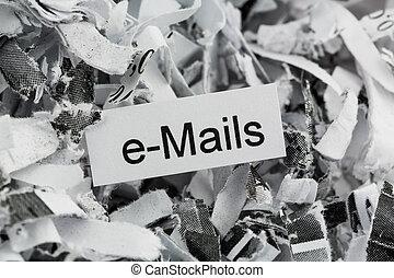 papel destrozado, correos electrónicos, palabra clave