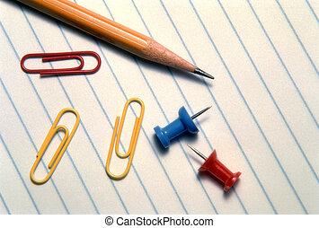 papel, lápiz, pushpins, y, sujetapapeles