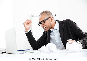 paperasserie, bureau fonctionnant, surchargé, bureau, homme affaires