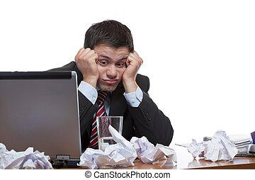paperasserie, séance, bureau., isolé, arrière-plan., bureau, blanc, désespéré, frustré, homme