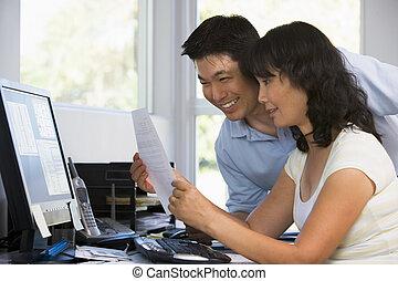paperwork, biuro, para, komputer, dom, uśmiechanie się
