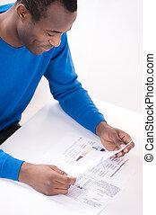 paperwork., descente, sommet, hommes, gai, papier, africaine, lecture, vue