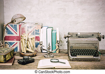papeterie, closeup, articles, retro, bois, lieu travail, arrière-plan., livre, rechercher, concept., béton, filtered., table, ouvert, vendange, education, lampe, lecture, blanc