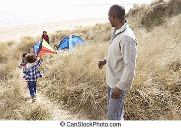 papier drache, familie, dünenlandschaft, sand, spaß, haben