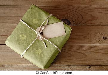 papier, floral, attaché, emballage, ficelle, vert, étiquette, paquet