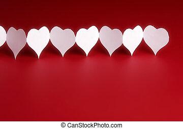 papier, hartjes, op, rode achtergrond
