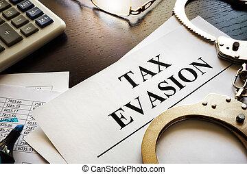 papieren, over, belastingontduiking, op, een, desk., belasting, vermijding, concept.