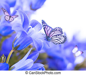 papillon, bleu, main, fond foncé, fleurs blanches, cloches
