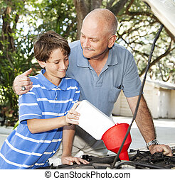pappa och son, bil, underhåll