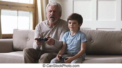 papy, peu, jouer, vieux, petit-fils, manches balai, ...