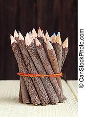 paquet, crayons, coffre, arbre