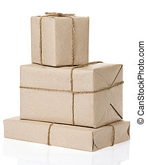 paquete, envuelto, con, papel marrón