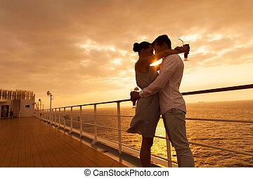 par abraçando, com, olhos fecharam, em, pôr do sol, ligado,...