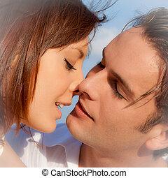 par amoroso, beijando, em, obrigação, ou, casório