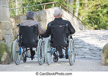 par ancião, em, a, cadeira rodas