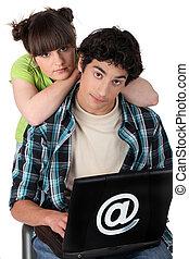 par, användande laptop, dator