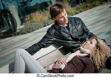 par, ao ar livre, jovem, feliz
