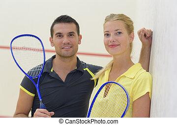 par, após, jovem, alegre, badminton, tocando