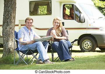 par, avkopplande, utanför, motor hemma, på semester