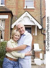 par, beliggende, udenfor, deres, hus
