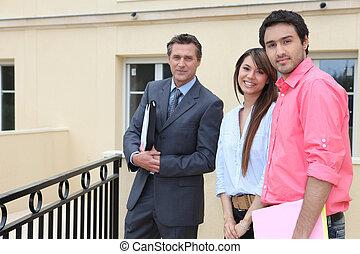 par, beliggende, udenfor, en, hus, hos, en, agent estate