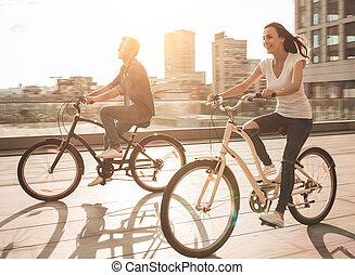 par, bicycles, romanticos