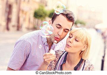 par, bolhas, jovem