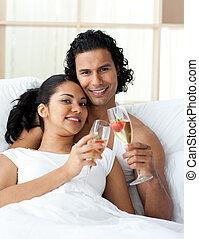 par, brindar, feliz, champanhe, jovem