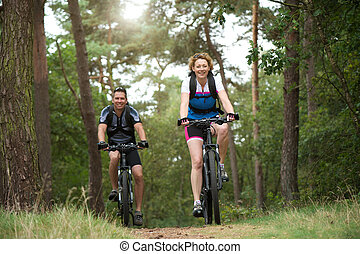 par bueno, el gozar, un, paseo de la bici, aire libre