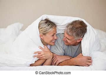 par, cama, seu, lar, mentindo