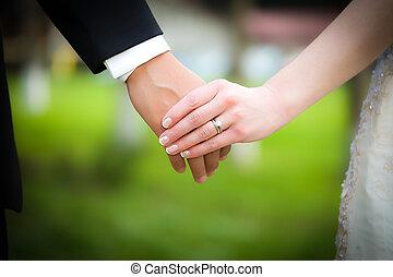 par, casado, jovem, segurar passa