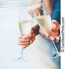 par, champanhe, casório
