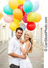 par, com, balões coloridos