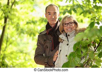 par, couple, parc, marche, deux âges