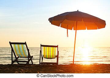 par, de, praia, loungers, ligado, desertado, costa, mar, em, amanhecer